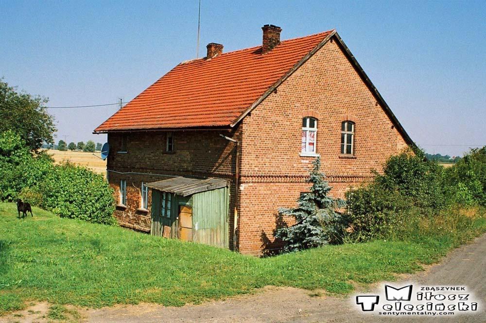 """Budynek koło przystanku """"Kosieczyn"""" 01.08.2008"""