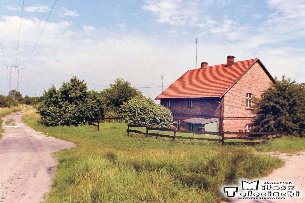 """Budynek koło przystanku """"Kosieczyn"""" 15.06.2002"""
