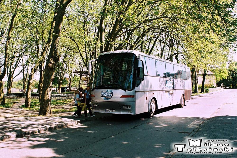 Wycieczka z Dobrego Miasta, koło Domu Kultury w dniu 12.05.2008. Miasto zwiedzającym się podobało.