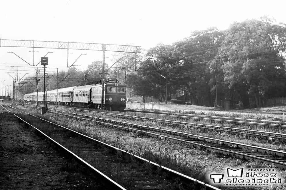 """Stacja Toporów 21.09.1986. Express """"Berolina"""" z Berlina do Warszawy."""