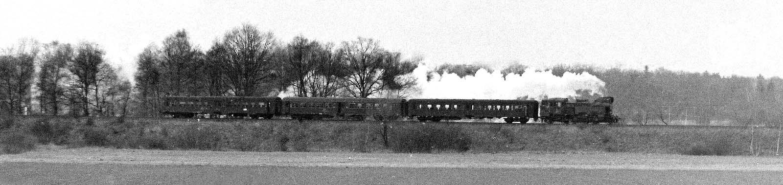 Pociąg do Kępna tuż za Sycowem. Dnia 02 lutego 1988 roku.