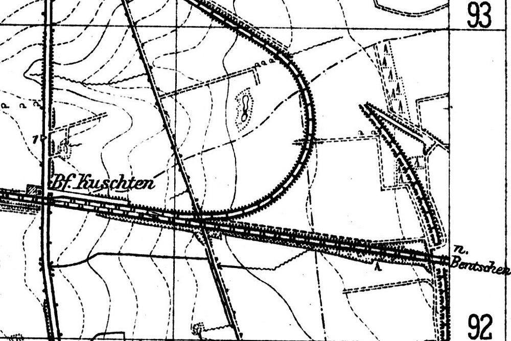 Tymczasowe rozwidlenie w kierunku Międzyrzecza, komunikacja w latach 1923 - 30, gdy połączenie z Międzyrzeczem przerwałą granica z 1920 roku. Po lewej przystanek kosieczyn (1923 - 30), po prawej przygotowywanie nowego połączenia do Zbąszynka (3.2 km.),