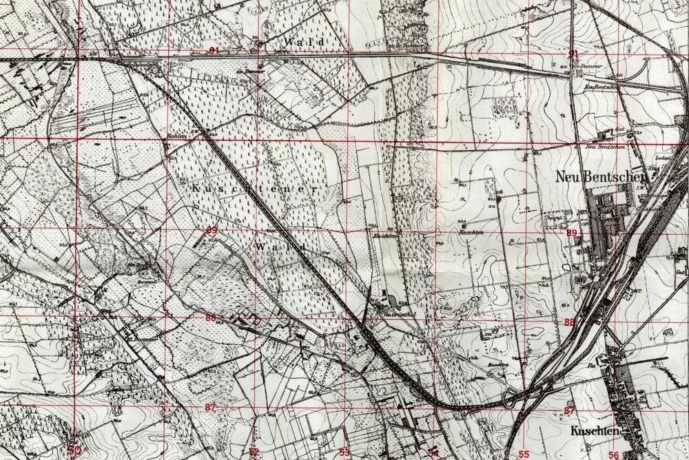 Mapka z 1944 roku. Widać poszerzone miasto - osiedle, oraz ukończony dworzec, w pełni służący przewozowi towaru oraz pasażerom. Do międzyrzecza, można było już dojechać od wschodniej strony nowego dworca, dzięki połączeniu z zasadniczą częścią linii kolejowej z międzyrzecza. Tymczasowe połączenie łukiem toru, zostało zapomnianym i nigdy nie wrócono do jego odbudowy.